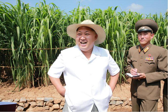 150813 - SK - KIM JONG UN - Marschall KIM JONG UN besichtigte den Landwirtschaftsbetrieb Nr. 1116 der 810. Truppe der KVA - 01 - 경애하는 김정은동지께서 조선인민군 제810군부대산하 1116호농장을 현지지도하시였다