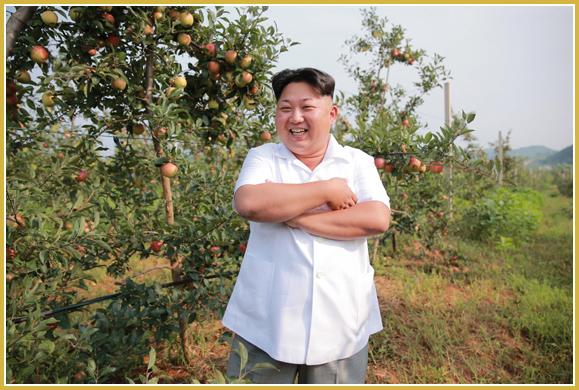 150818 - Naenara - KIM JONG UN - Marschall KIM JONG UN besuchte das Obstbaukombinat Taedonggang - 01 - 경애하는 김정은동지께서 대동강과수종합농장을 현지지도하시였다