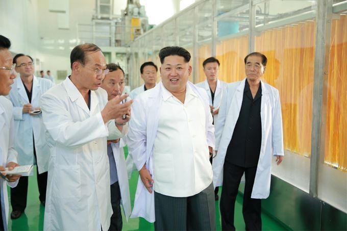 150901 - SK - KIM JONG UN - Marschall KIM JONG UN besichtigte das neugebaute Maisverarbeitungswerk Pyongyang - 01 - 경애하는 김정은동지께서 새로 건설한 평양강냉이가공공장을 현지지도하시였다