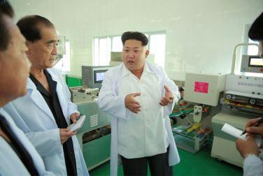 150901 - SK - KIM JONG UN - Marschall KIM JONG UN besichtigte das neugebaute Maisverarbeitungswerk Pyongyang - 03 - 경애하는 김정은동지께서 새로 건설한 평양강냉이가공공장을 현지지도하시였다
