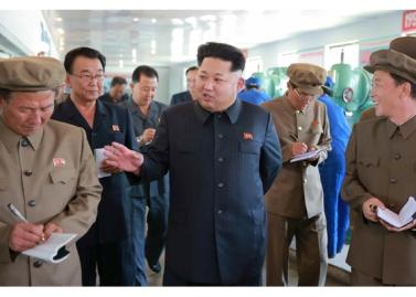 150904 - RS - KIM JONG UN - Marschall KIM JONG UN besuchte das Messgerätewerk Sinuiju - 01 - 경애하는 김정은동지께서 신의주측정계기공장을 현지지도하시였다