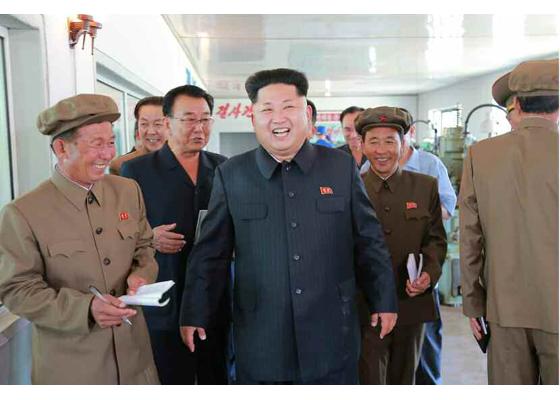 150904 - RS - KIM JONG UN - Marschall KIM JONG UN besuchte das Messgerätewerk Sinuiju - 04 - 경애하는 김정은동지께서 신의주측정계기공장을 현지지도하시였다
