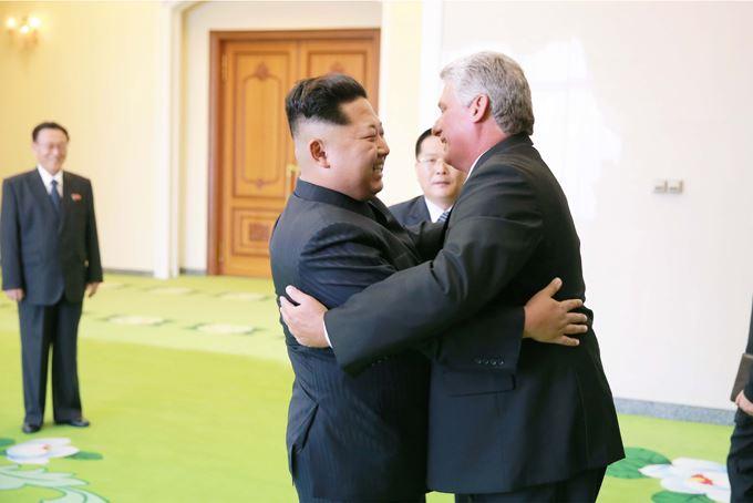 150908 - SK - KIM JONG UN - Marschall KIM JONG UN empfängt Staatsdelegation Kubas - 01