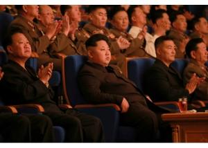 150910 - RS - KIM JONG UN - Marschall KIM JONG UN besuchte die Aufführung des Zentralen Jugend-Agitproptrupps 'Das Lied der Jugend, die der Sonne folgt' - 01 - 경애하는 김정은동지께서 청년중앙예술선전대공연 《태양을 따르는 청춘의 노래》를 관람하시였다