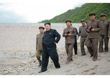150914 - RS - KIM JONG UN - Marschall KIM JONG UN besuchte die Baustelle des Kraftwerkes der Heroischen Paektusan-Jugend, das vor der Einweihung steht - 14 - 경애하는 김정은동지께서 완공을 앞둔 백두산영웅청년발전소 건설장을 현지지도하시였다