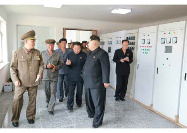 150914 - RS - KIM JONG UN - Marschall KIM JONG UN besuchte die Baustelle des Kraftwerkes der Heroischen Paektusan-Jugend, das vor der Einweihung steht - 15 - 경애하는 김정은동지께서 완공을 앞둔 백두산영웅청년발전소 건설장을 현지지도하시였다