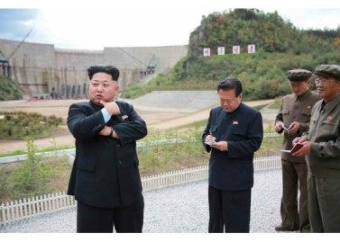 150914 - RS - KIM JONG UN - Marschall KIM JONG UN besuchte die Baustelle des Kraftwerkes der Heroischen Paektusan-Jugend, das vor der Einweihung steht - 18 - 경애하는 김정은동지께서 완공을 앞둔 백두산영웅청년발전소 건설장을 현지지도하시였다