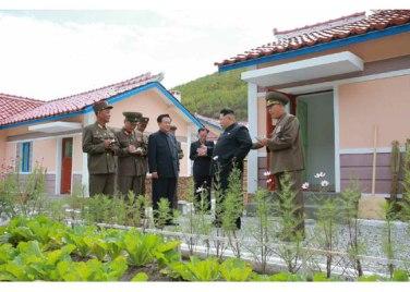 150914 - RS - KIM JONG UN - Marschall KIM JONG UN besuchte die Baustelle des Kraftwerkes der Heroischen Paektusan-Jugend, das vor der Einweihung steht - 22 - 경애하는 김정은동지께서 완공을 앞둔 백두산영웅청년발전소 건설장을 현지지도하시였다