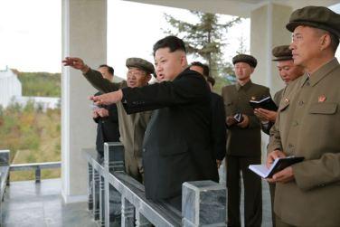 150914 - SK - KIM JONG UN - Marschall KIM JONG UN besuchte die Baustelle des Kraftwerkes der Heroischen Paektusan-Jugend, das vor der Einweihung steht - 01 - 경애하는 김정은동지께서 완공을 앞둔 백두산영웅청년발전소 건설장을 현지지도하시였다