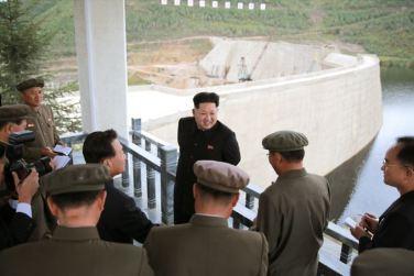 150914 - SK - KIM JONG UN - Marschall KIM JONG UN besuchte die Baustelle des Kraftwerkes der Heroischen Paektusan-Jugend, das vor der Einweihung steht - 05 - 경애하는 김정은동지께서 완공을 앞둔 백두산영웅청년발전소 건설장을 현지지도하시였다