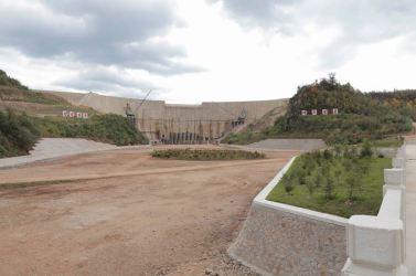 150914 - SK - KIM JONG UN - Marschall KIM JONG UN besuchte die Baustelle des Kraftwerkes der Heroischen Paektusan-Jugend, das vor der Einweihung steht - 09 - 경애하는 김정은동지께서 완공을 앞둔 백두산영웅청년발전소 건설장을 현지지도하시였다