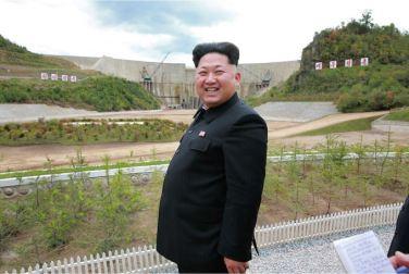 150914 - SK - KIM JONG UN - Marschall KIM JONG UN besuchte die Baustelle des Kraftwerkes der Heroischen Paektusan-Jugend, das vor der Einweihung steht - 12 - 경애하는 김정은동지께서 완공을 앞둔 백두산영웅청년발전소 건설장을 현지지도하시였다