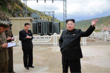 150914 - SK - KIM JONG UN - Marschall KIM JONG UN besuchte die Baustelle des Kraftwerkes der Heroischen Paektusan-Jugend, das vor der Einweihung steht - 17 - 경애하는 김정은동지께서 완공을 앞둔 백두산영웅청년발전소 건설장을 현지지도하시였다
