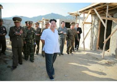 150918 - RS - KIM JONG UN - Marschall KIM JONG UN leitete die Arbeit für die Beseitigung der Überschwemmungsschäden in der Stadt Rason vor Ort an - 01 - 경애하는 김정은동지께서 라선시피해복구전투를 현지에서 지도하시였다