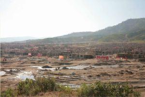 150918 - SK - KIM JONG UN - Marschall KIM JONG UN leitete die Arbeit für die Beseitigung der Überschwemmungsschäden in der Stadt Rason vor Ort an - 01 - 경애하는 김정은동지께서 라선시피해복구전투를 현지에서 지도하시였다