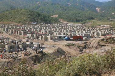 150918 - SK - KIM JONG UN - Marschall KIM JONG UN leitete die Arbeit für die Beseitigung der Überschwemmungsschäden in der Stadt Rason vor Ort an - 03 - 경애하는 김정은동지께서 라선시피해복구전투를 현지에서 지도하시였다
