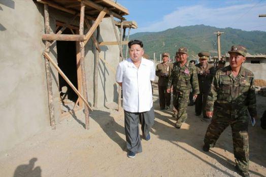 150918 - SK - KIM JONG UN - Marschall KIM JONG UN leitete die Arbeit für die Beseitigung der Überschwemmungsschäden in der Stadt Rason vor Ort an - 07 - 경애하는 김정은동지께서 라선시피해복구전투를 현지에서 지도하시였다