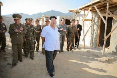 150918 - SK - KIM JONG UN - Marschall KIM JONG UN leitete die Arbeit für die Beseitigung der Überschwemmungsschäden in der Stadt Rason vor Ort an - 09 - 경애하는 김정은동지께서 라선시피해복구전투를 현지에서 지도하시였다
