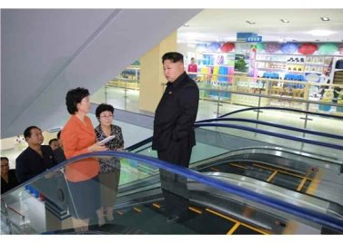 150925 - RS - KIM JONG UN - Marschall KIM JONG UN besuchte den neu gebauten Changgwang-Laden - 03 - 경애하는 김정은동지께서 새로 건설한 창광상점을 현지지도하시였다