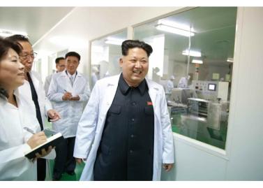 151001 - RS - KIM JONG UN - Marschall KIM JONG UN besichtigte das Pharmakombinat Jongsong - 01 - 경애하는 김정은동지께서 정성제약종합공장을 현지지도하시였다