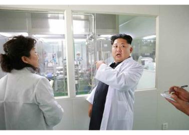 151001 - RS - KIM JONG UN - Marschall KIM JONG UN besichtigte das Pharmakombinat Jongsong - 02 - 경애하는 김정은동지께서 정성제약종합공장을 현지지도하시였다