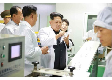 151001 - RS - KIM JONG UN - Marschall KIM JONG UN besichtigte das Pharmakombinat Jongsong - 04 - 경애하는 김정은동지께서 정성제약종합공장을 현지지도하시였다