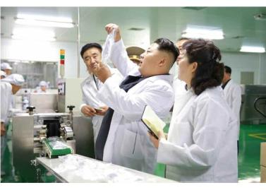 151001 - RS - KIM JONG UN - Marschall KIM JONG UN besichtigte das Pharmakombinat Jongsong - 05 - 경애하는 김정은동지께서 정성제약종합공장을 현지지도하시였다
