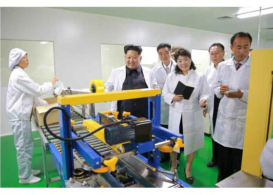 151001 - RS - KIM JONG UN - Marschall KIM JONG UN besichtigte das Pharmakombinat Jongsong - 07 - 경애하는 김정은동지께서 정성제약종합공장을 현지지도하시였다