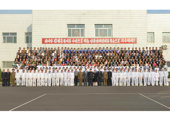 151001 - RS - KIM JONG UN - Marschall KIM JONG UN besichtigte das Pharmakombinat Jongsong - 10 - 경애하는 김정은동지께서 정성제약종합공장을 현지지도하시였다