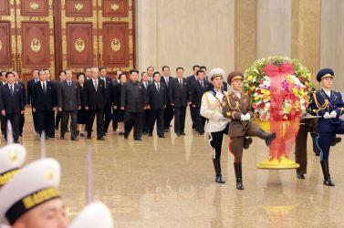 151010 - SK - KIM JONG UN - Marschall KIM JONG UN besuchte den Sonnenpalast Kumsusan - 01