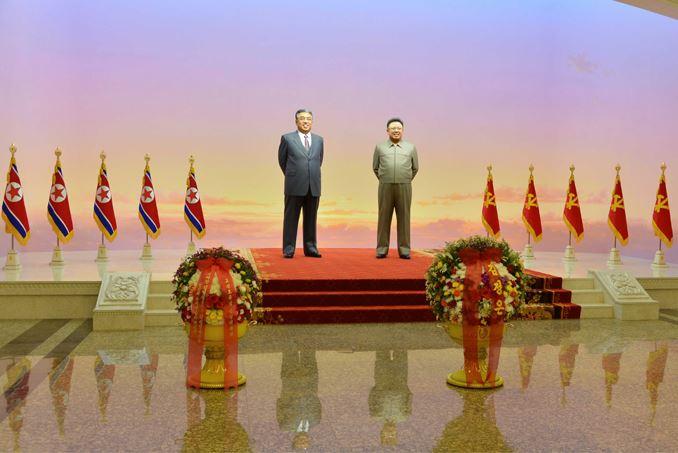 151010 - SK - KIM JONG UN - Marschall KIM JONG UN besuchte den Sonnenpalast Kumsusan - 03