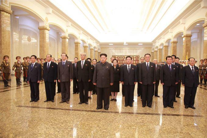 151010 - SK - KIM JONG UN - Marschall KIM JONG UN besuchte den Sonnenpalast Kumsusan - 04