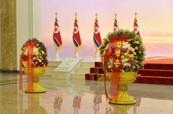 151010 - SK - KIM JONG UN - Marschall KIM JONG UN besuchte den Sonnenpalast Kumsusan - 05