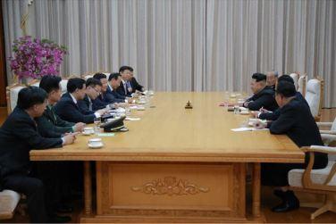 151010 - SK - KIM JONG UN - Marschall KIM JONG UN empfing die Delegation der KP Chinas zu einem Gespräch - 04
