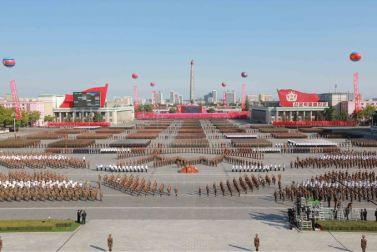 151011 - SK - KIM JONG UN - Parade und Massenkundgebung zum 70. Gründungstag der PdAK in Anwesenheit von Genossen KIM JONG UN - 03