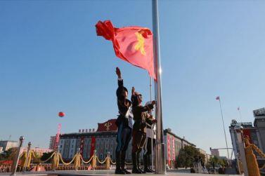 151011 - SK - KIM JONG UN - Parade und Massenkundgebung zum 70. Gründungstag der PdAK in Anwesenheit von Genossen KIM JONG UN - 05