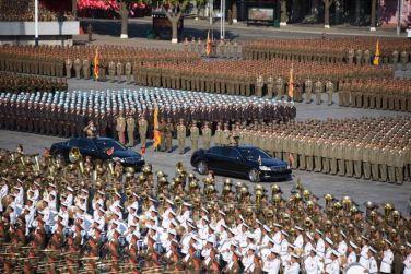 151011 - SK - KIM JONG UN - Parade und Massenkundgebung zum 70. Gründungstag der PdAK in Anwesenheit von Genossen KIM JONG UN - 07