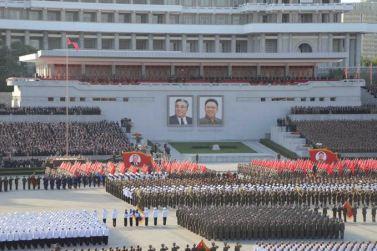 151011 - SK - KIM JONG UN - Parade und Massenkundgebung zum 70. Gründungstag der PdAK in Anwesenheit von Genossen KIM JONG UN - 08