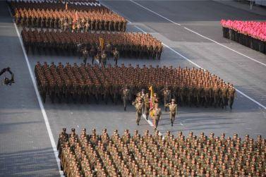 151011 - SK - KIM JONG UN - Parade und Massenkundgebung zum 70. Gründungstag der PdAK in Anwesenheit von Genossen KIM JONG UN - 09