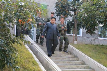 151016 - 조선의 오늘 - KIM JONG UN - Marschall KIM JONG UN inspizierte die 350. Truppe der KVA - 04 -조선인민군 최고사령관 김정은동지께서 조선인민군 제350군부대를 시찰하시였다