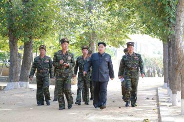 151016 - 조선의 오늘 - KIM JONG UN - Marschall KIM JONG UN inspizierte die 350. Truppe der KVA - 05 -조선인민군 최고사령관 김정은동지께서 조선인민군 제350군부대를 시찰하시였다