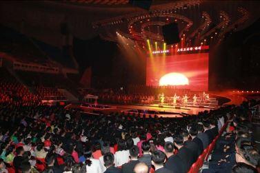 151019 - SK - KIM JONG UN - Marschall KIM JONG UN besuchte ein gemeinsames Konzert des Verdienten Staatlichen Chorensembles und der Moranbong Band - 05 - 경애하는 김정은동지께서 조선로동당창건 70돐경축 공훈국가합창단과 모란봉악단의 합동공연을 관람하시였다
