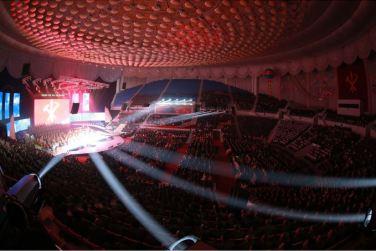 151019 - SK - KIM JONG UN - Marschall KIM JONG UN besuchte ein gemeinsames Konzert des Verdienten Staatlichen Chorensembles und der Moranbong Band - 09 - 경애하는 김정은동지께서 조선로동당창건 70돐경축 공훈국가합창단과 모란봉악단의 합동공연을 관람하시였다