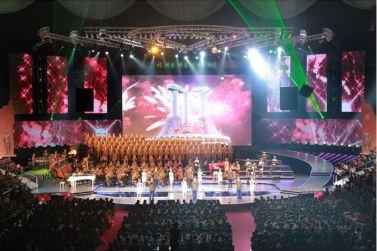 151019 - SK - KIM JONG UN - Marschall KIM JONG UN besuchte ein gemeinsames Konzert des Verdienten Staatlichen Chorensembles und der Moranbong Band - 10 - 경애하는 김정은동지께서 조선로동당창건 70돐경축 공훈국가합창단과 모란봉악단의 합동공연을 관람하시였다
