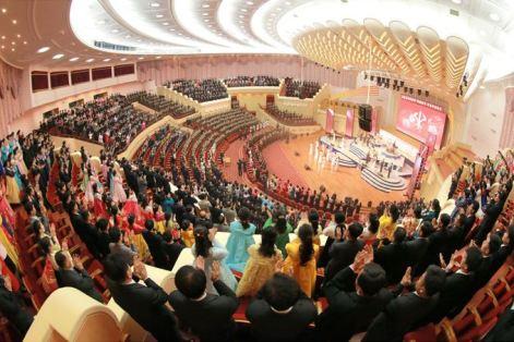 151019 - SK - KIM JONG UN - Marschall KIM JONG UN schaute einem Konzert des Chongbong-Ensembles zu - 01 - 경애하는 김정은동지께서 조선로동당창건 70돐경축 청봉악단의 공연을 관람하시였다