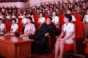 151019 - SK - KIM JONG UN - Marschall KIM JONG UN schaute einem Konzert des Chongbong-Ensembles zu - 02 - 경애하는 김정은동지께서 조선로동당창건 70돐경축 청봉악단의 공연을 관람하시였다