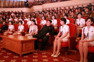 151019 - SK - KIM JONG UN - Marschall KIM JONG UN schaute einem Konzert des Chongbong-Ensembles zu - 04 - 경애하는 김정은동지께서 조선로동당창건 70돐경축 청봉악단의 공연을 관람하시였다