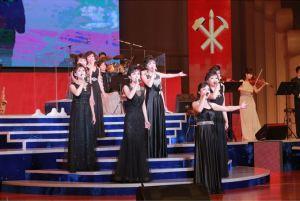 151019 - SK - KIM JONG UN - Marschall KIM JONG UN schaute einem Konzert des Chongbong-Ensembles zu - 08 - 경애하는 김정은동지께서 조선로동당창건 70돐경축 청봉악단의 공연을 관람하시였다
