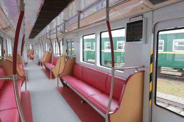 151023 - SK - KIM JONG UN - Marschall KIM JONG UN sah sich einen neuen U-Bahn-Zug an - 03 - 경애하는 김정은동지께서 김종태전기기관차련합기업소에서 새로 만든 지하전동차를 보시였다