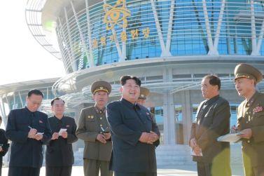 151028 - 조선의 오늘 - KIM JONG UN - Marschall KIM JONG UN besuchte den ausgezeichnet fertig gebauten Palast der Wissenschaft und Technik - 01 - 위대한 당의 전민과학기술인재화방침이 완벽하게 반영된 국보적인 건축물 경애하는 김정은동지께서 과학기술전당을 현지지도하시였다